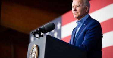 Biden Pressured Manchin to Back $1.9T Stimulus Deal